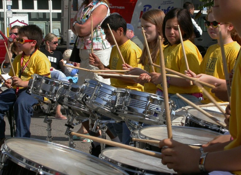 germany-berlin-kids-drumming