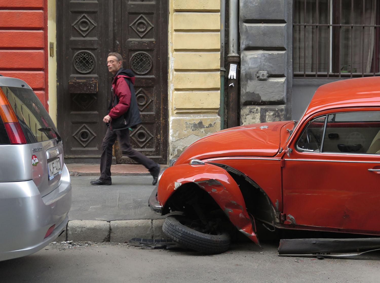 Hungary-Budapest-Street-Scenes-Volkswagen