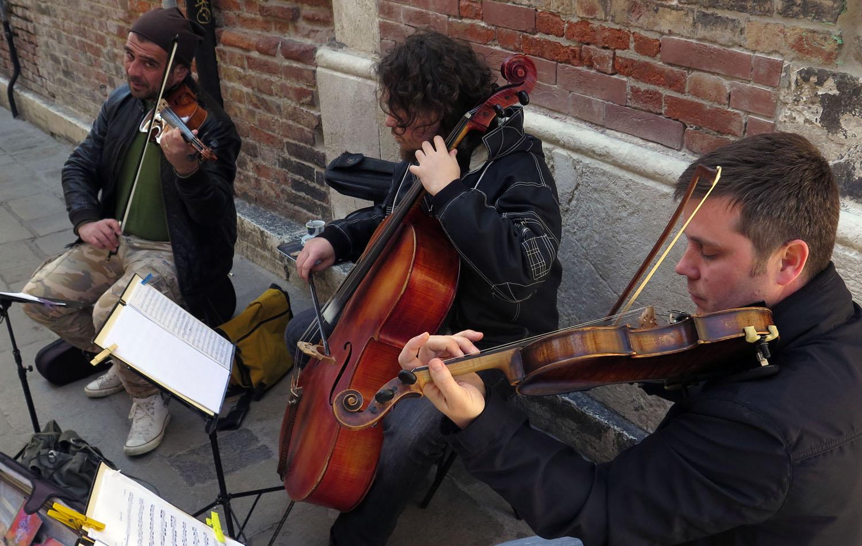 Italy-Venice-Wandering-Around-Musicians