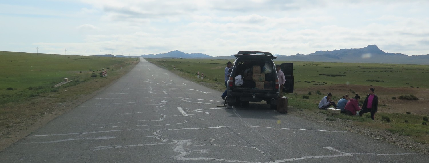 Mongolia-On-The-Road-Lunch
