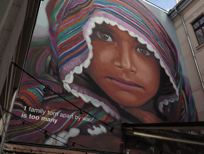 hungary-budapest-street-scenes-graffiti-orban-eats-caviar-for-dinner