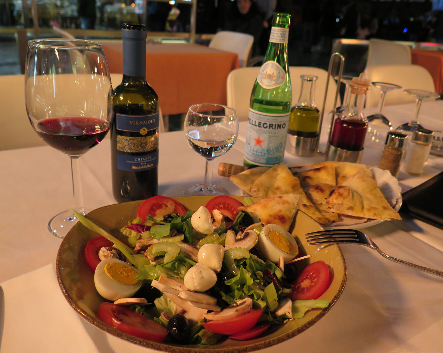 Italy-Florence-Food-And-Drink-Salad-Vino
