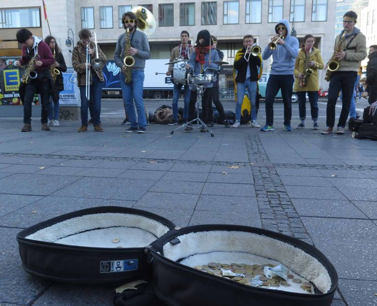 Germany-Berlin-Street-Band