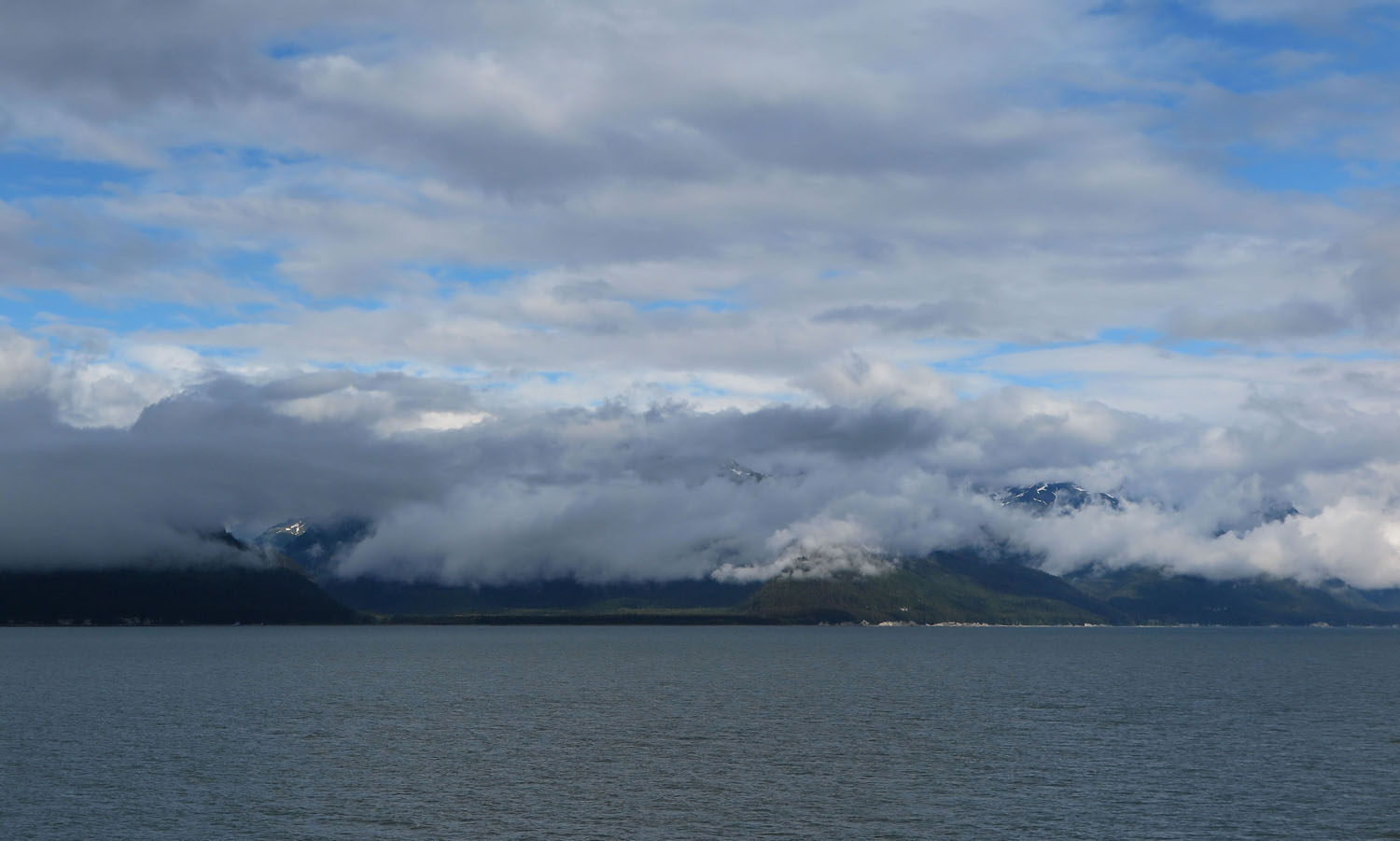 Alaska-State-Ferry-Inside-Passage-Scenery-Mountains-Sky