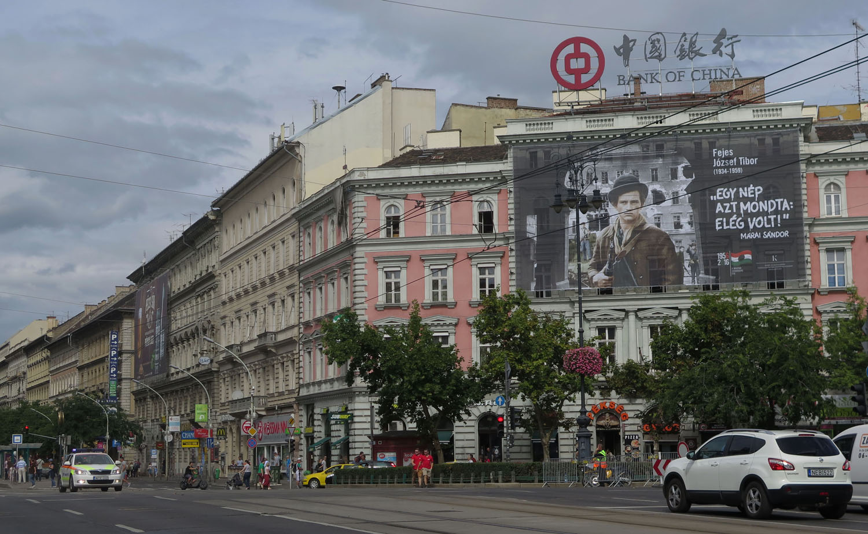 hungary-budapest-street-scenes-oktagon
