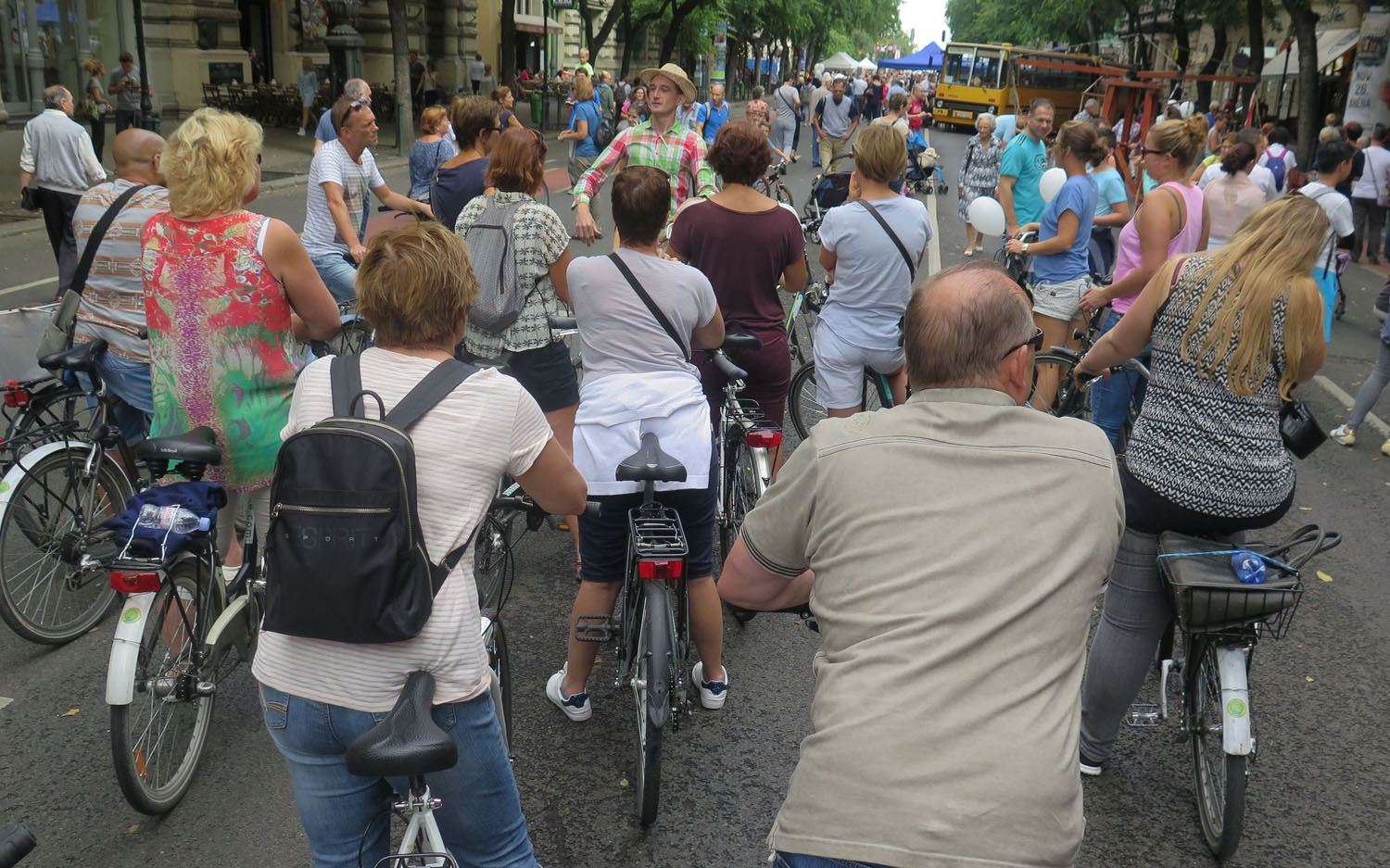hungary-budapest-street-scenes-bicycle-tour