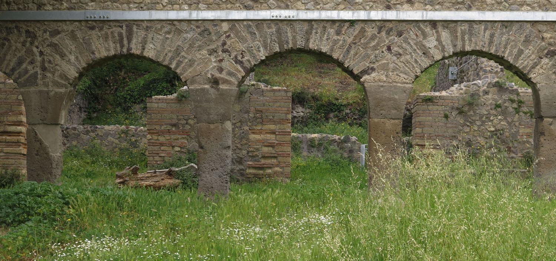 Italy-Pompeii-Aqueduct