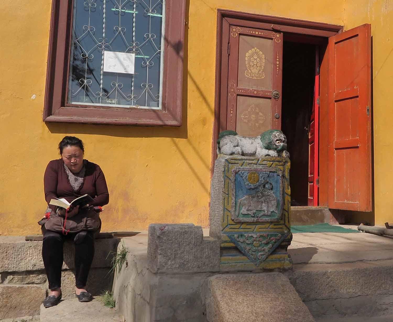 Mongolia-Ulanbator-Buddhist-Temple