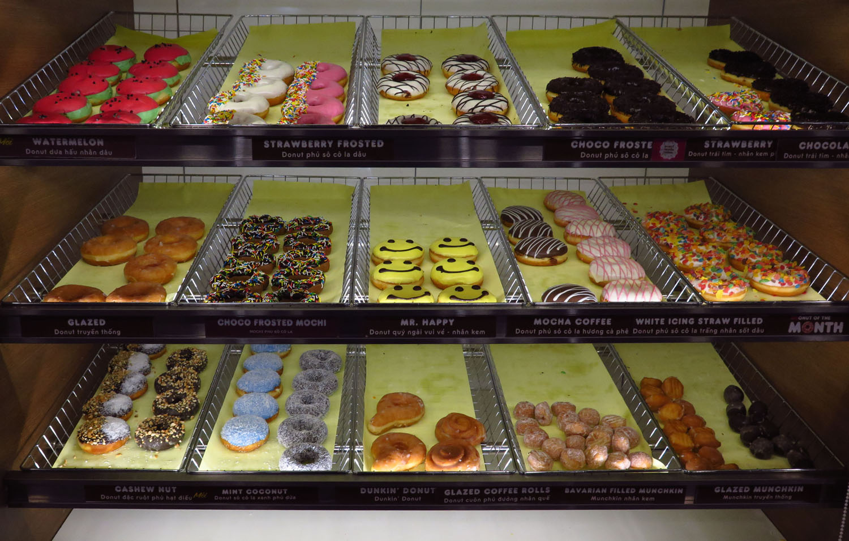 Vietnam-Hanoi-Street-Scenes-Dunkin-Donuts