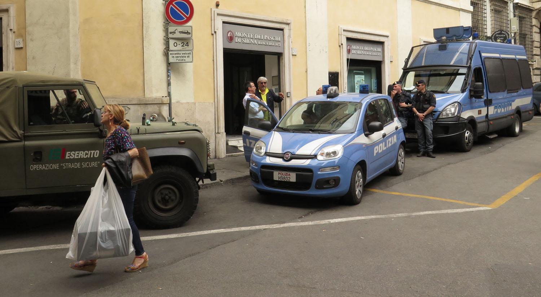 Italy-Rome-Street-Scenes-Police