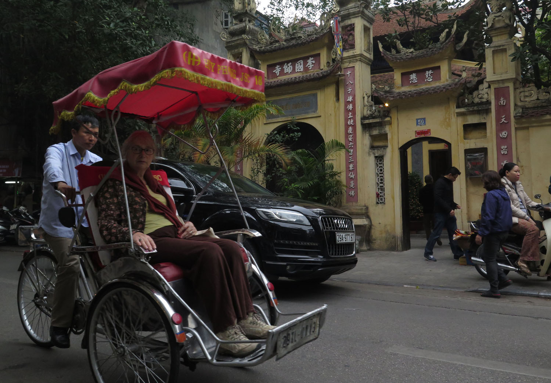 Vietnam-Hanoi-Street-Scenes-Cyclo