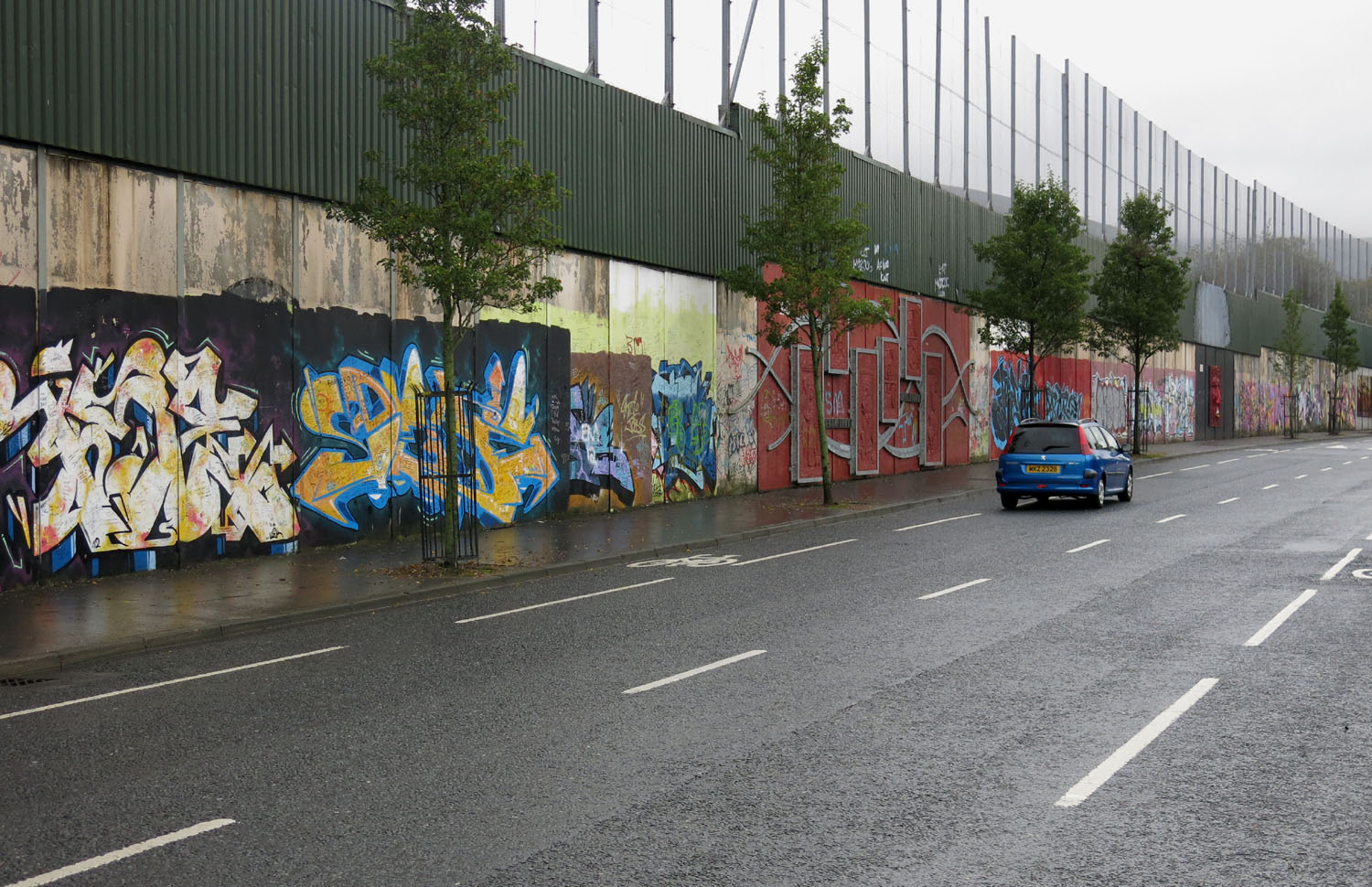 Northern-Ireland-Belfast-The-Troubles-Peace-Wall-Loyalist-Side
