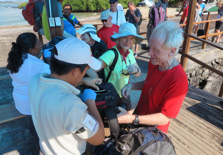 Ecuador-Galapagos-Inspection