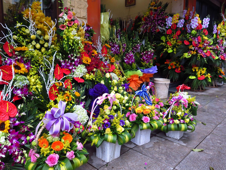 Vietnam-Hanoi-Street-Scenes-Flower-Shop