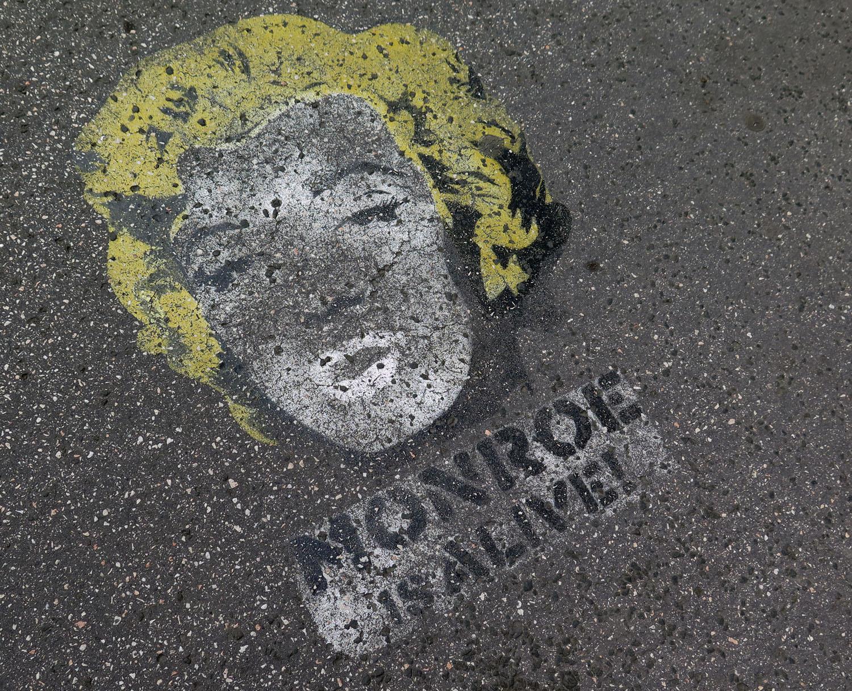 hungary-budapest-street-scenes-marilyn-monroe