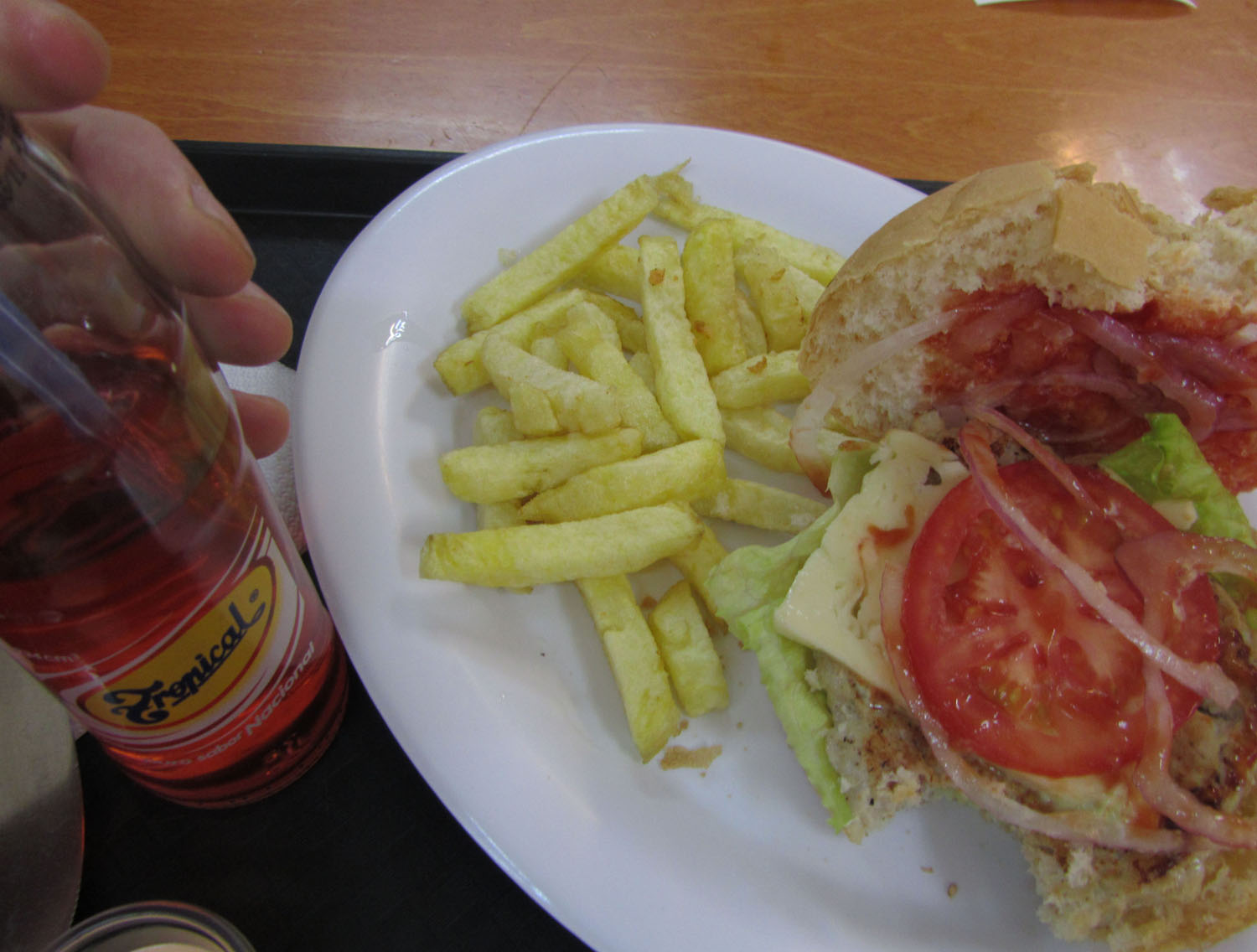 Ecuador-Cuenca-Food-And-Drink-Hamburguesa