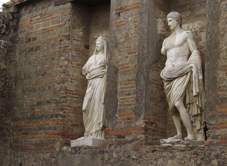 Italy-Pompeii-Statues