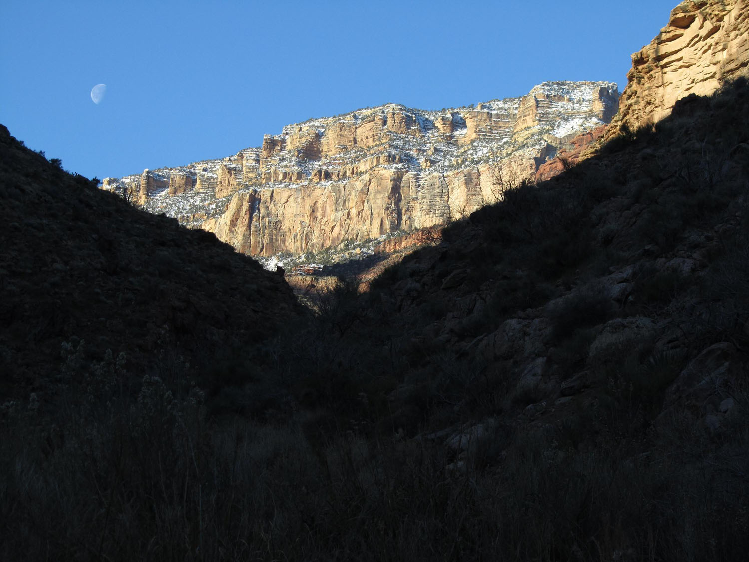 Grand-Canyon-Hike-Out-Moon