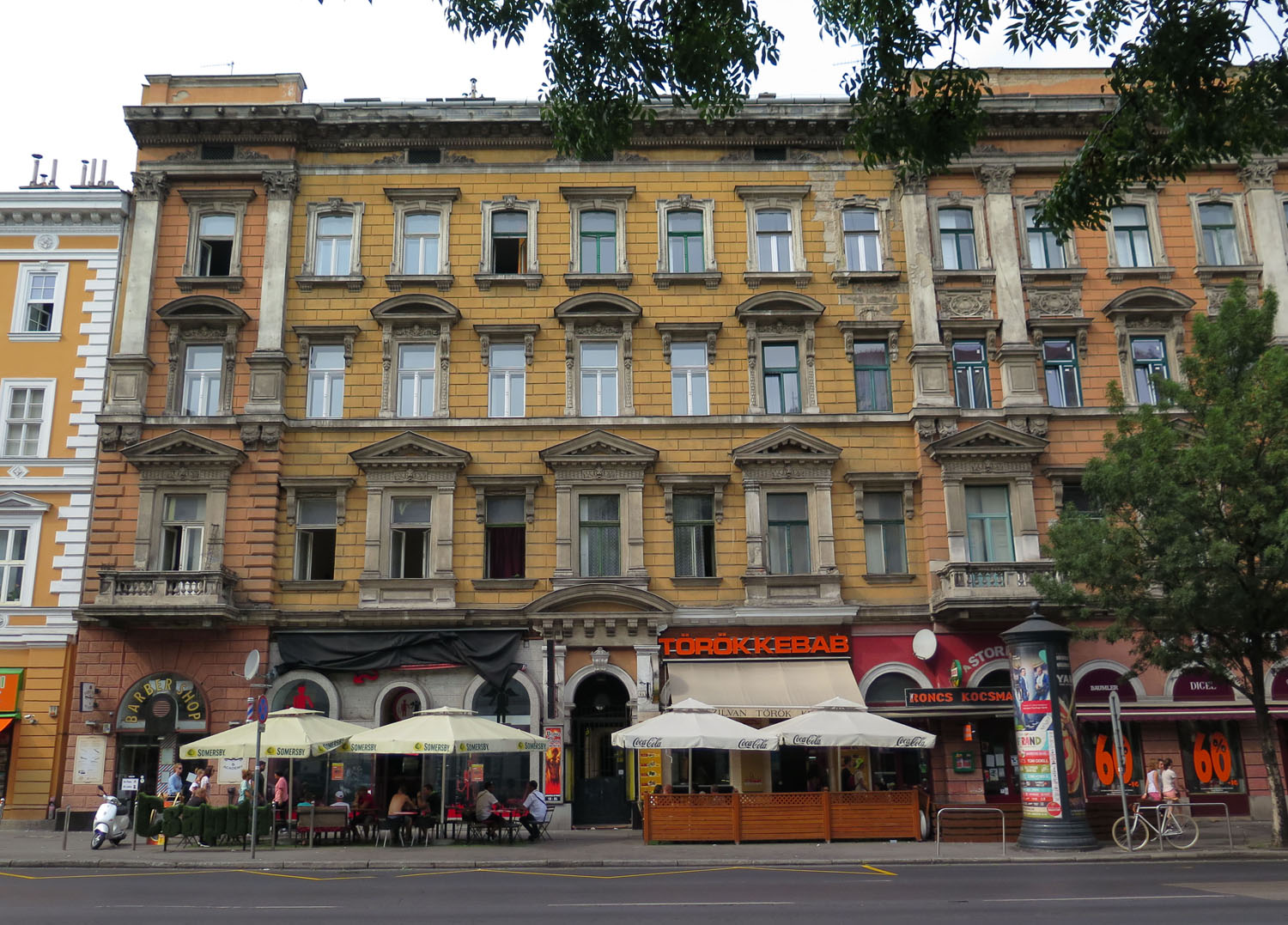 hungary-budapest-street-scenes-typical-architecture