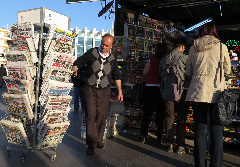 Turkey-Istanbul-Street-Scenes-Newsstand