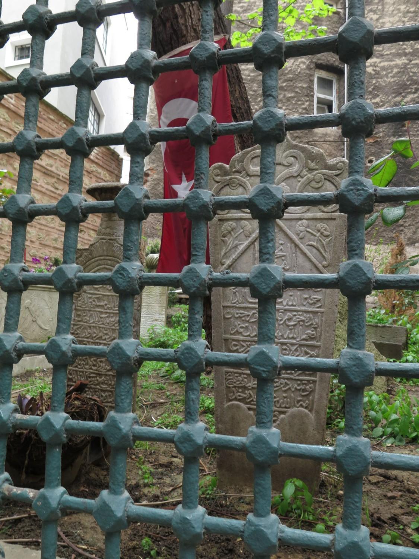 Turkey-Istanbul-Street-Scenes-Cemetery