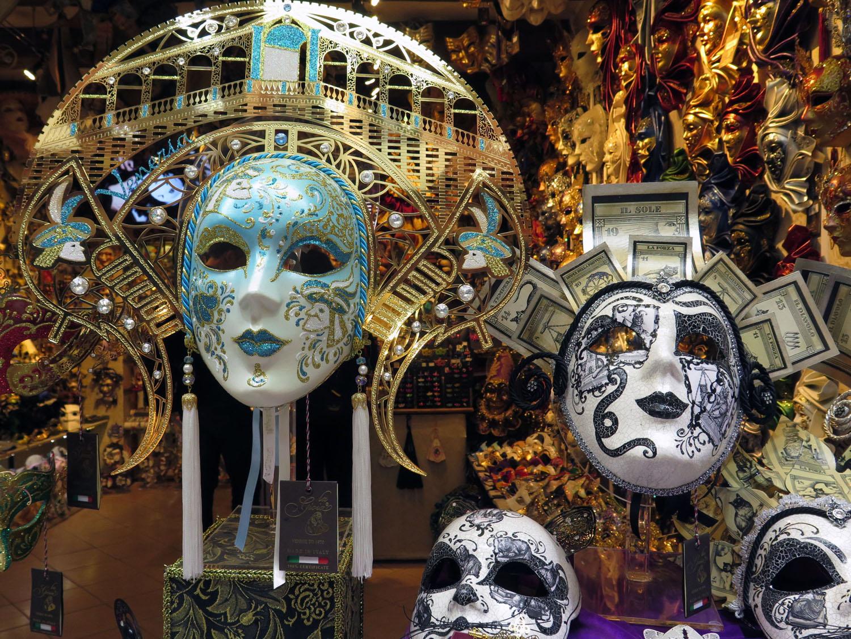 Italy-Venice-Wandering-Around-Masks