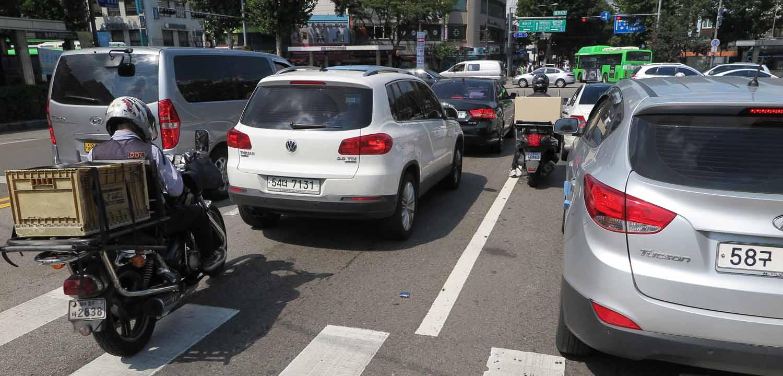 Korea-Seoul-Street-Scenes-Traffic