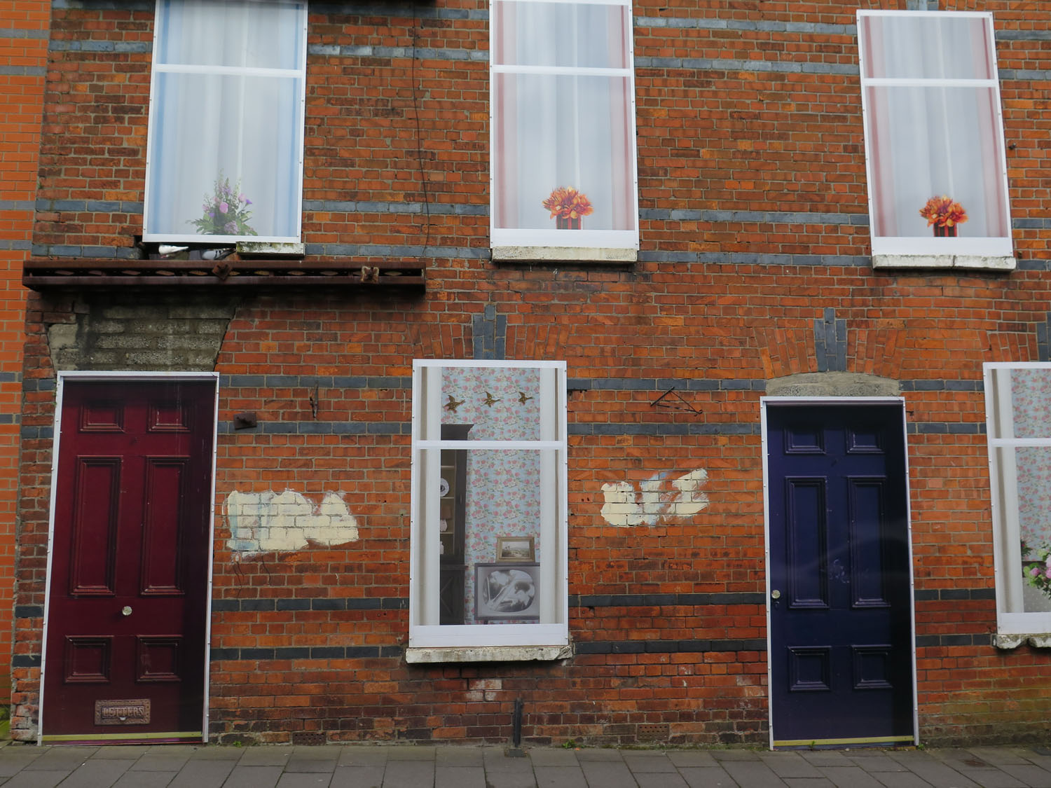 Northern-Ireland-Derry-Londonderry-Street-Scenes-Fake-Doors-And-Windows