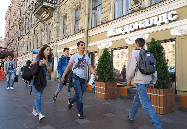 Russia-Saint-Petersburg-Nevsky-Prospekt-McDonalds