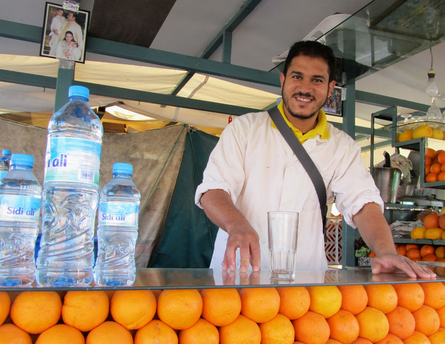 Morocco-Marrakech-Djemaa-El-Fna-Orange-Juice