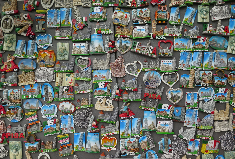 Italy-Pisa-Street-Scenes-Souvenirs