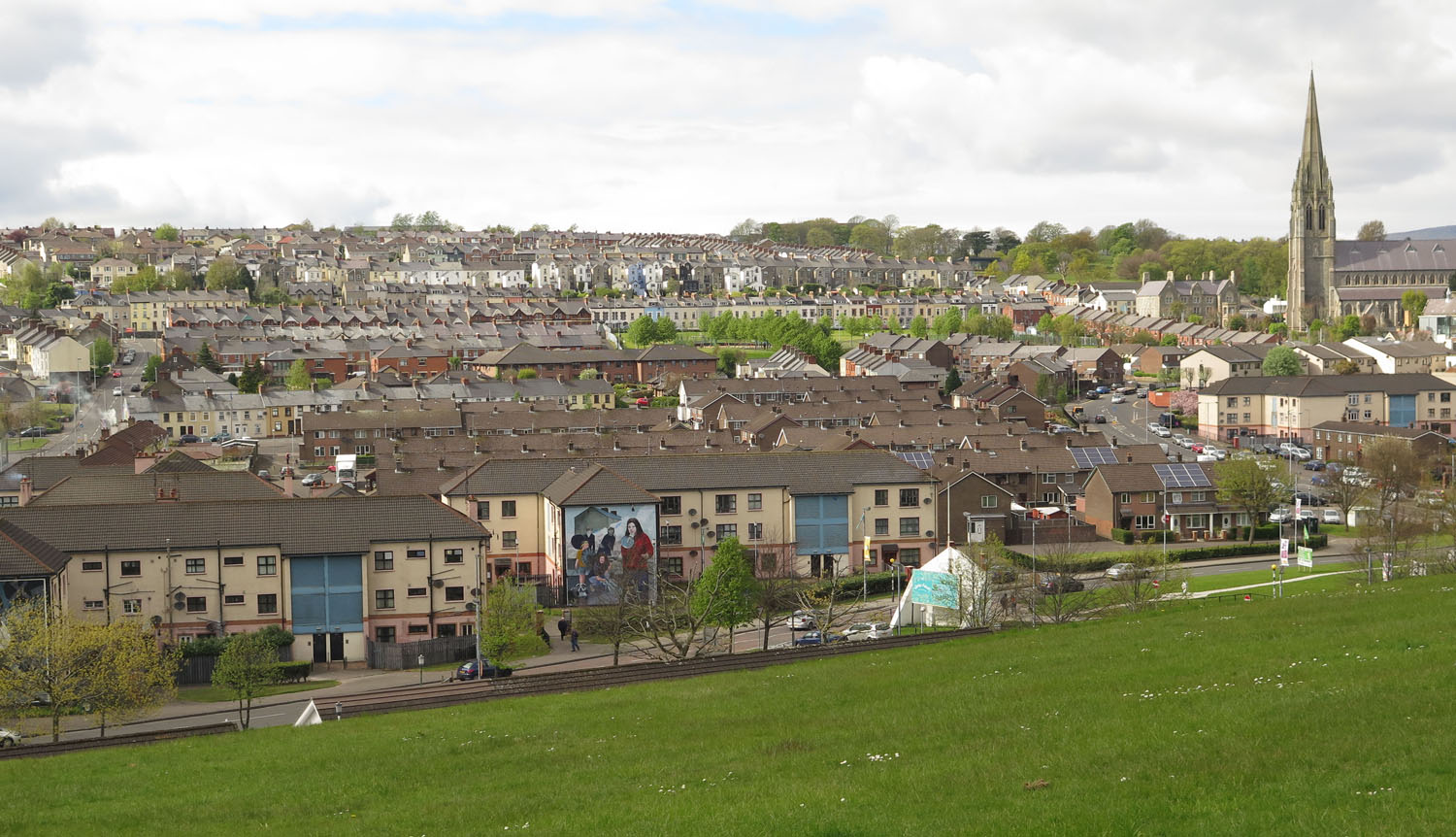 Northern-Ireland-Derry-Londonderry-Bogside-Skyline