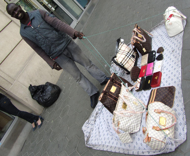 Spain-Barcelona-African-Street-Merchant