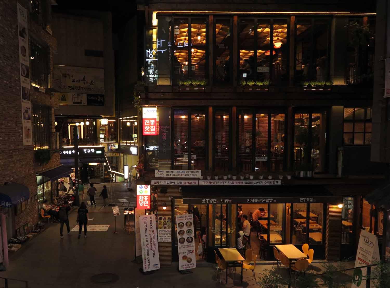 Korea-Seoul-Street-Scenes-Night-Restaurants