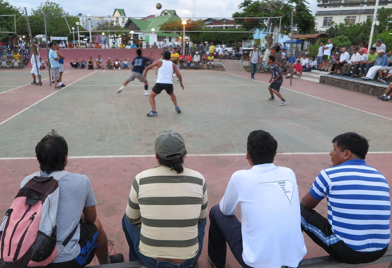 Ecuador-Galapagos-Street-Scenes-Volleyball