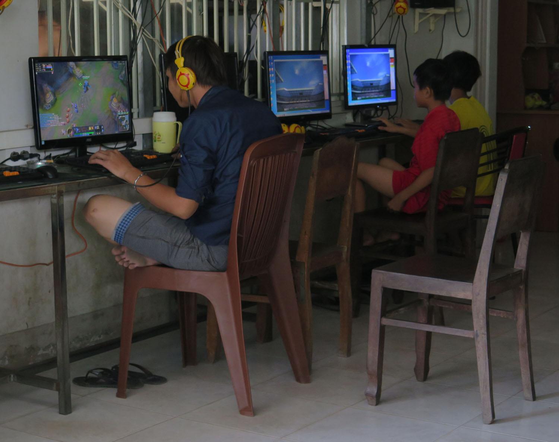 Vietnam-Mekong-Delta-Internet-Cafe