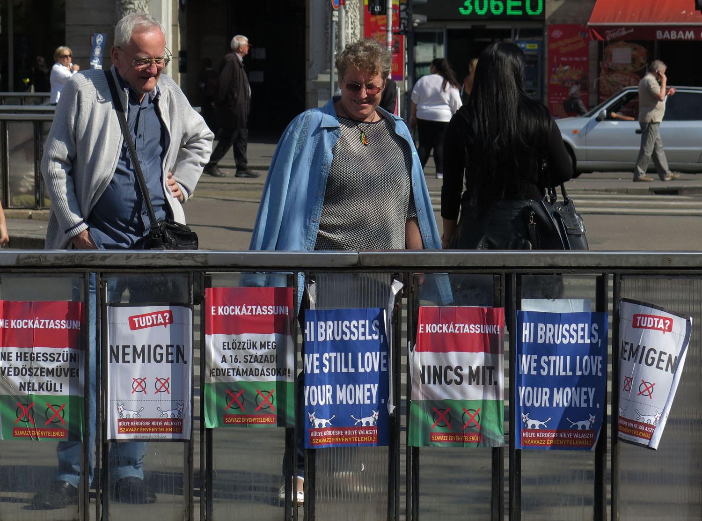 hungary-budapest-street-scenes-tudta-readers