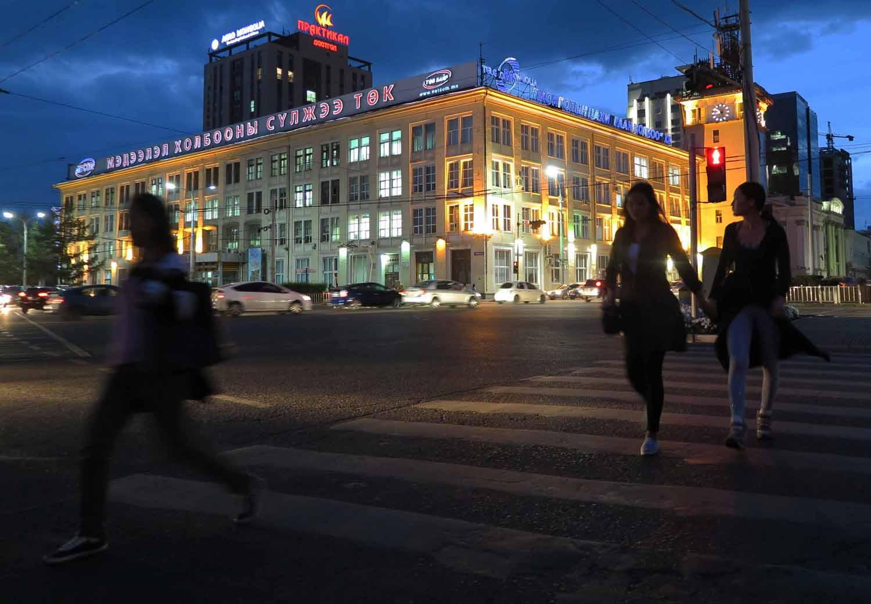 Mongolia-Ulanbator-Street-Scenes-Night-Crossing