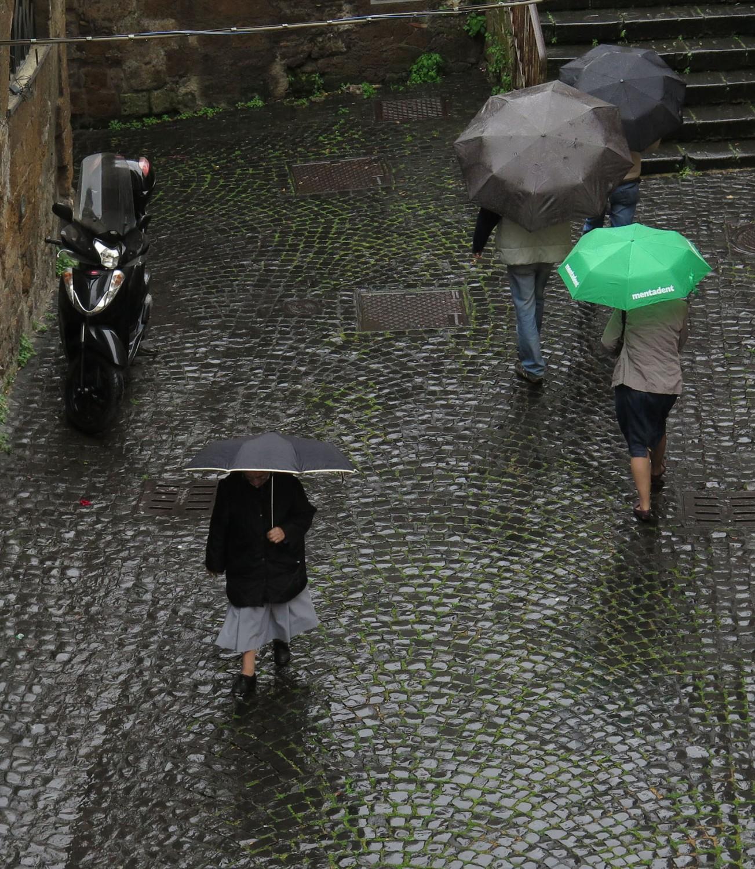 Italy-Orvieto-Street-Scenes-Umbrellas