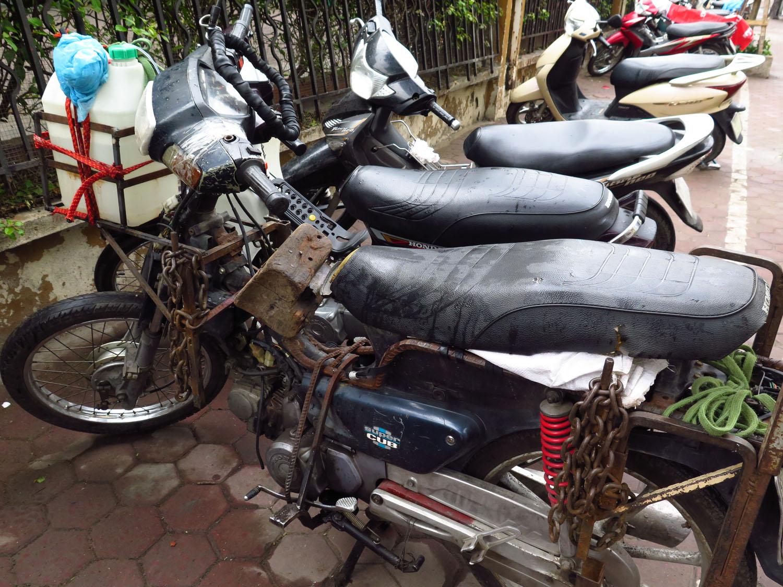Vietnam-Hanoi-Street-Scenes-Motorbikes