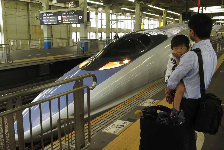Japan-Shinkansen-Platform-Father-Son