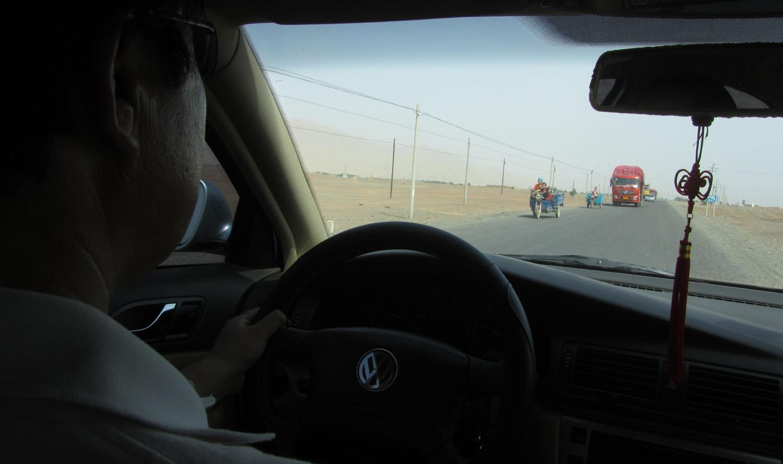 China-Turpan-Desert-Drive-Traffic