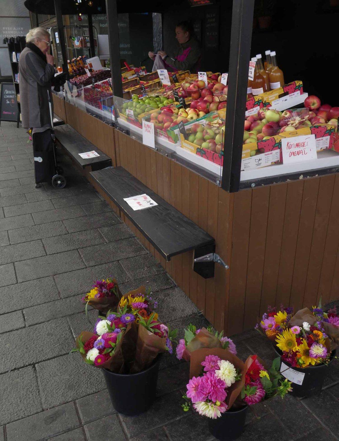 Finland-Helsinki-Fruit-Stand