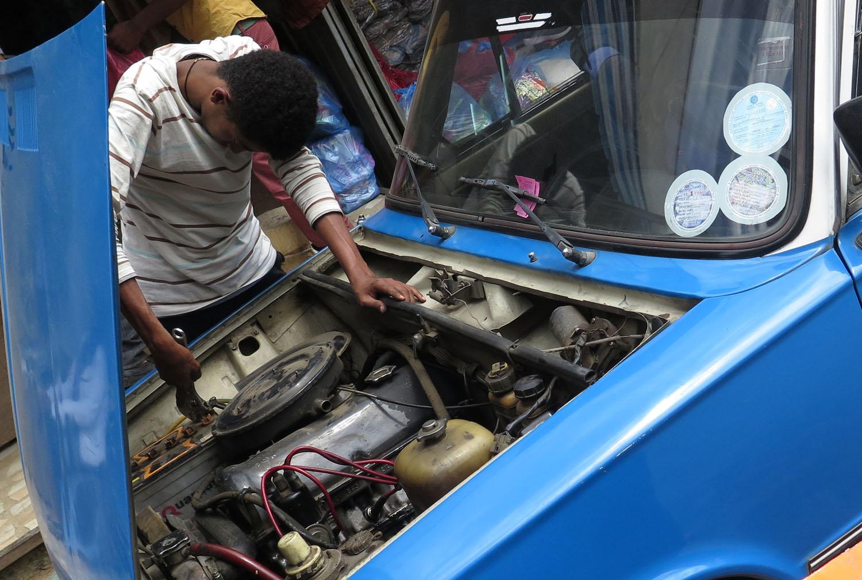 Ethiopia-Addis-Ababa-Taxi-Repair