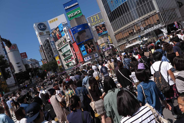 Japan-Tokyo-Street-Scenes-Shibuya-Crossing