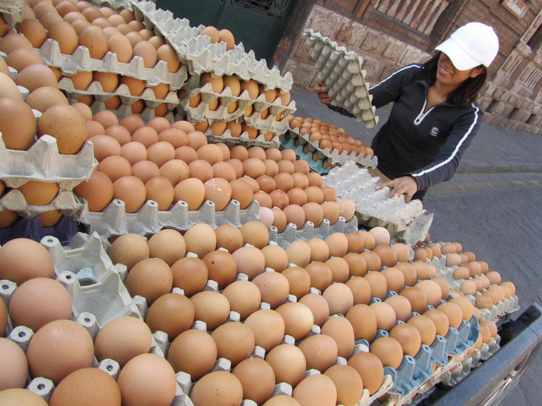 Ecuador-Cuenca-Street-Scenes-Huevos