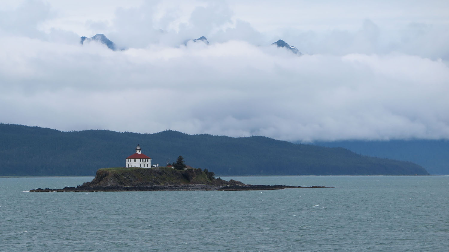 Alaska-State-Ferry-Inside-Passage-Scenery-Lighthouse