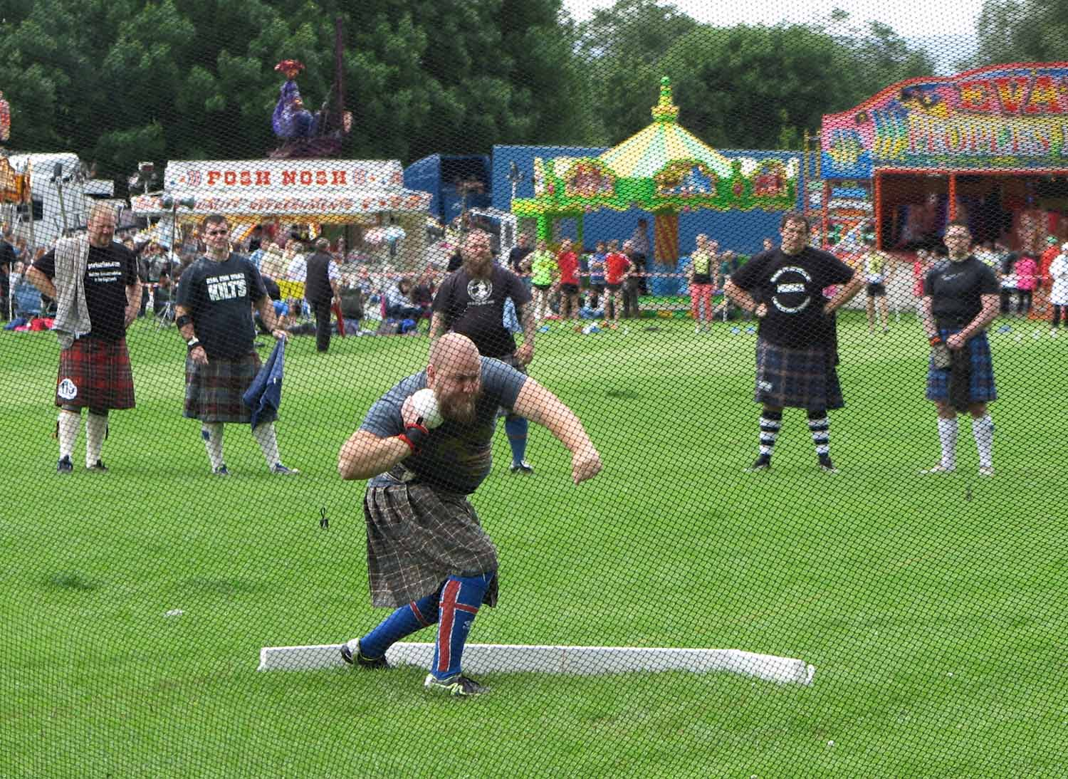 Scotland-Highlands-Highland-Games-Alva-Weights