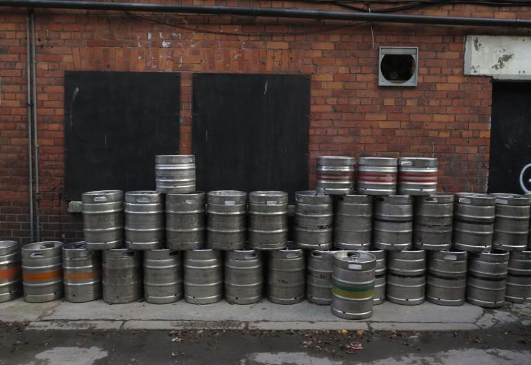 Ireland-Dublin-Street-Scenes-Empty-Kegs