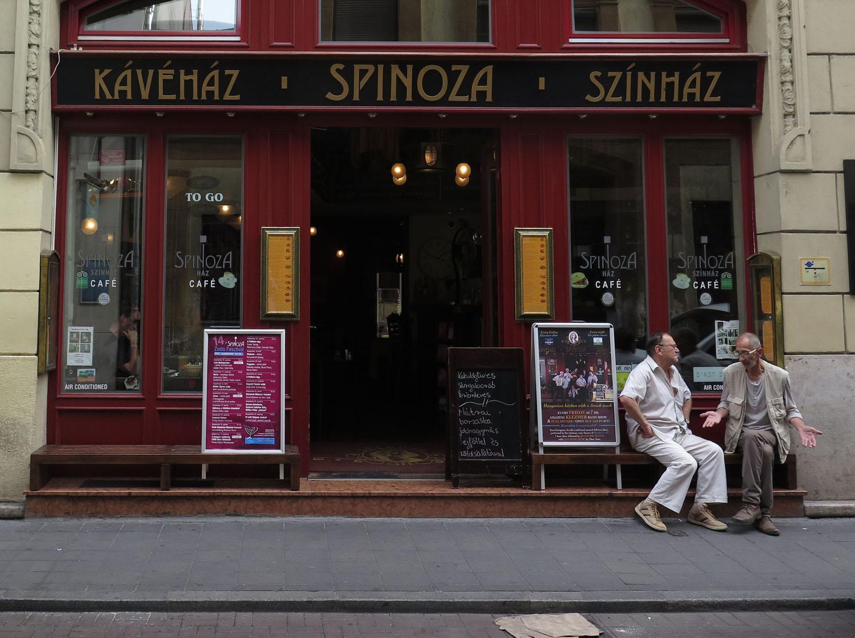 hungary-budapest-street-scenes-spinoza